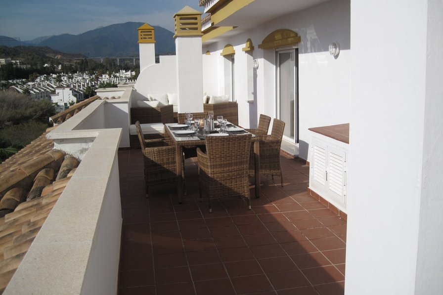 Penthouse Apartment walking distance to Puerto Banus