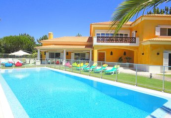 5 bedroom Villa for rent in Troia