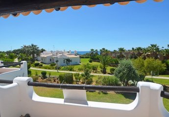 Apartment in Portugal, São Rafael: sea and garden view from the balcony