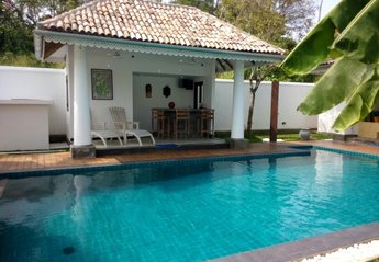 Villa in Sri Lanka, Weligama: Our gorgeous pool house with bar and satellite TV.