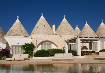 5 bedroom Villa for rent in Ostuni