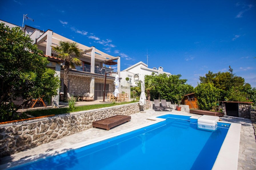 Apartment Ana 440 with pool in Vantacici