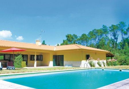 Villa in Săo Vicente de Lafőes, Portugal