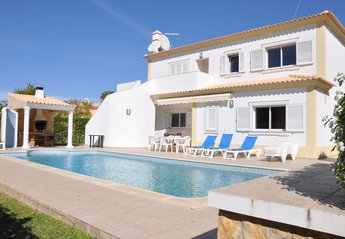 3 bedroom Villa for rent in Quarteira