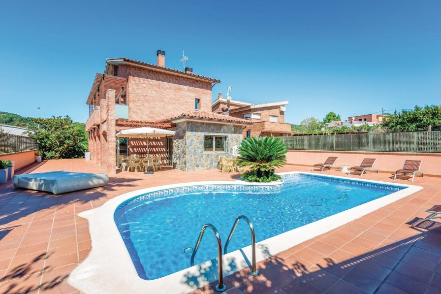 Villa To Rent In Can Gonteres Spain With Swimming Pool 189838