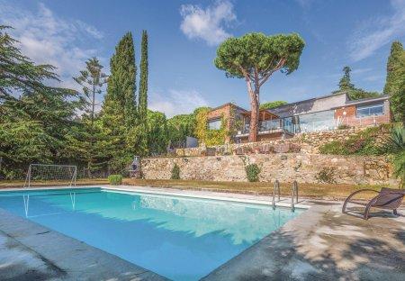 Villa in Cabrils, Spain