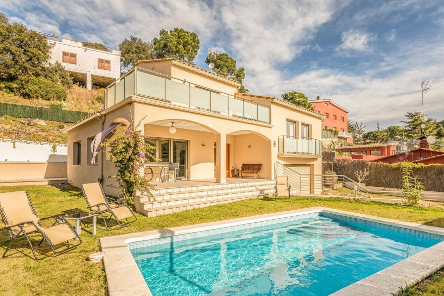 Villa To Rent In Mas Barcel Spain With Swimming Pool 190062