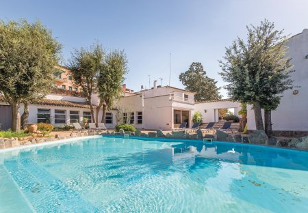 Villa in Sils, Spain