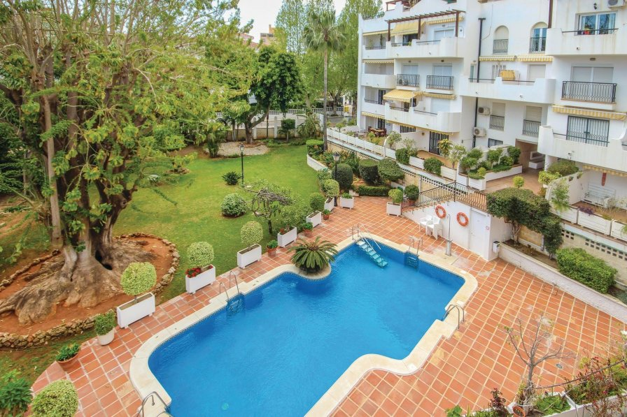 Apartment with shared pool in La Carihuela