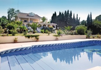 5 bedroom Villa for rent in Malaga