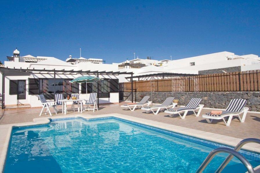 Villa To Rent In Puerto Del Carmen Lanzarote With Swimming Pool 190254