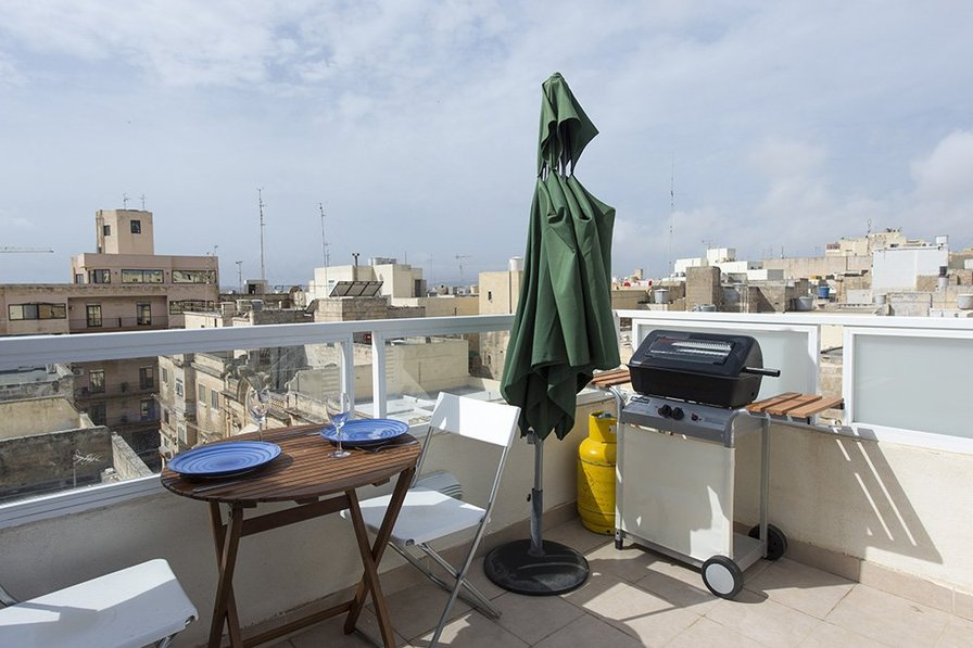 Sliema Off The Ferries Sliema Studio Penthouse Holiday Rental From Owners Abroad