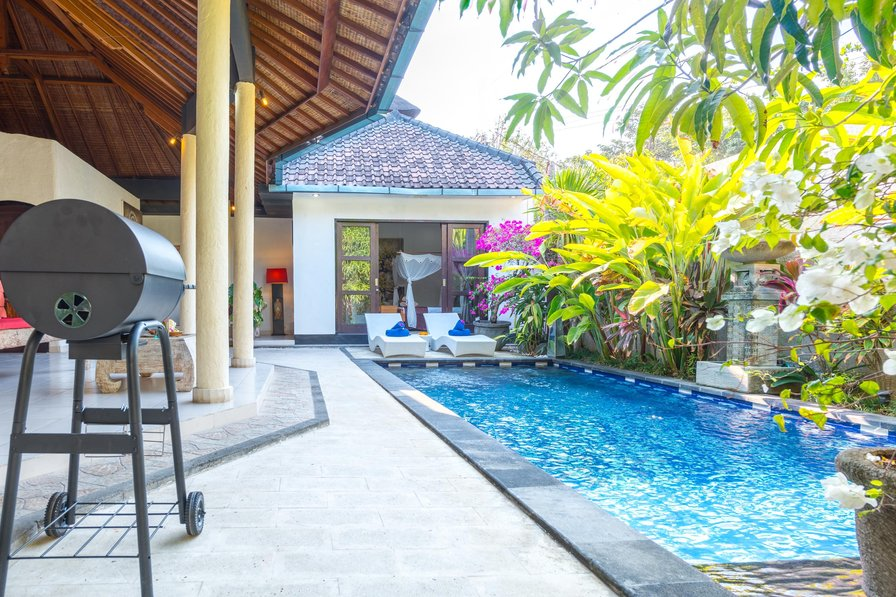 "3-BEDROOM-LUXURY-VILLA ""Helena"" CENTER-SEMINYAK!"