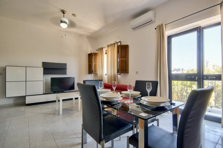 St Julain's Hill 2-bedroom apartment with Views