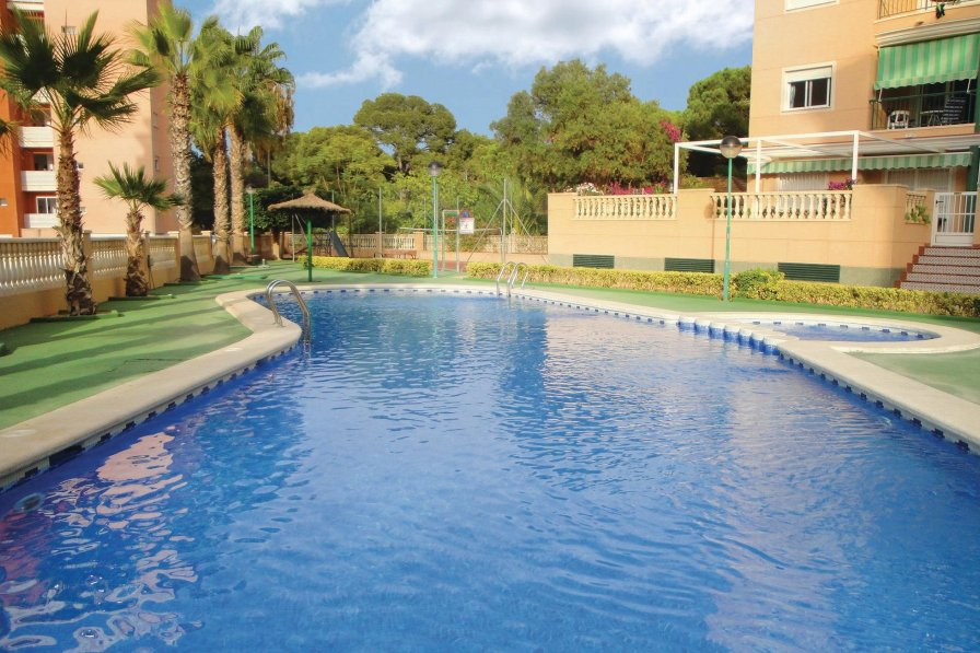 Apartment rental in Guardamar del Segura with shared pool