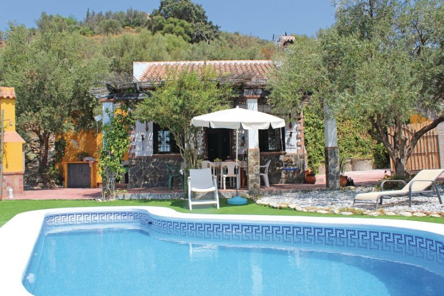 Swimming Pool Rentals : Villa to rent in torrox spain with swimming pool