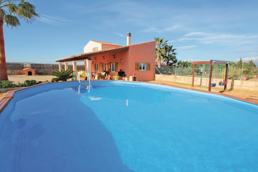 Villa To Rent In Muro Majorca With Swimming Pool 191230