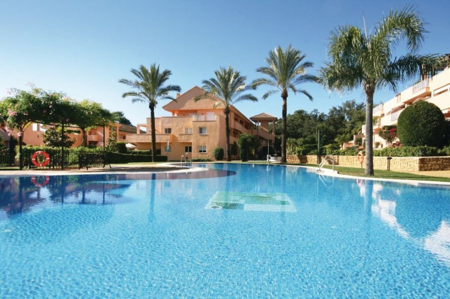 Apartment with shared pool in Elviria