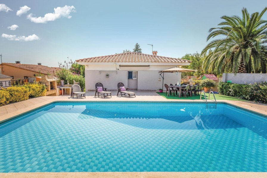 Villa To Rent In Botarell Spain With Swimming Pool 191500