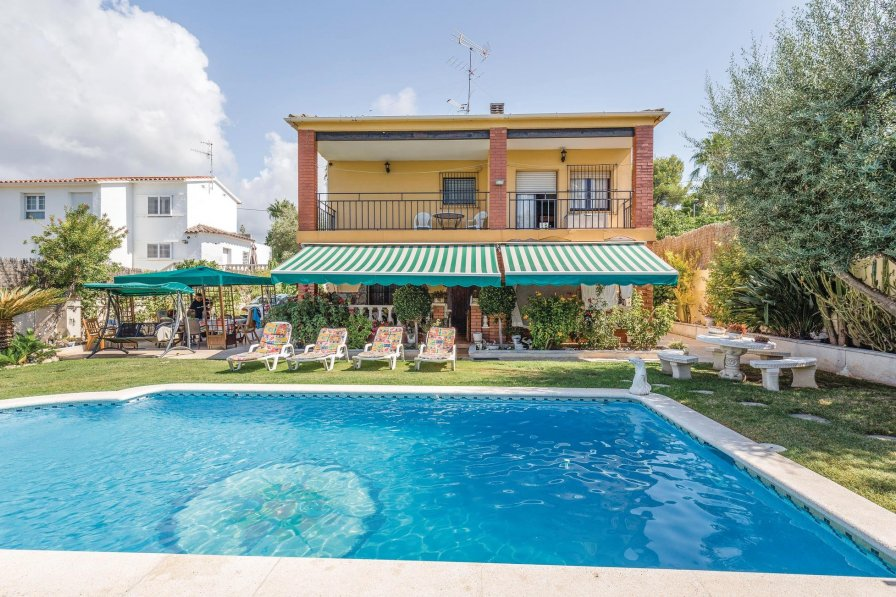 Villa To Rent In Cunit Spain With Swimming Pool 191517