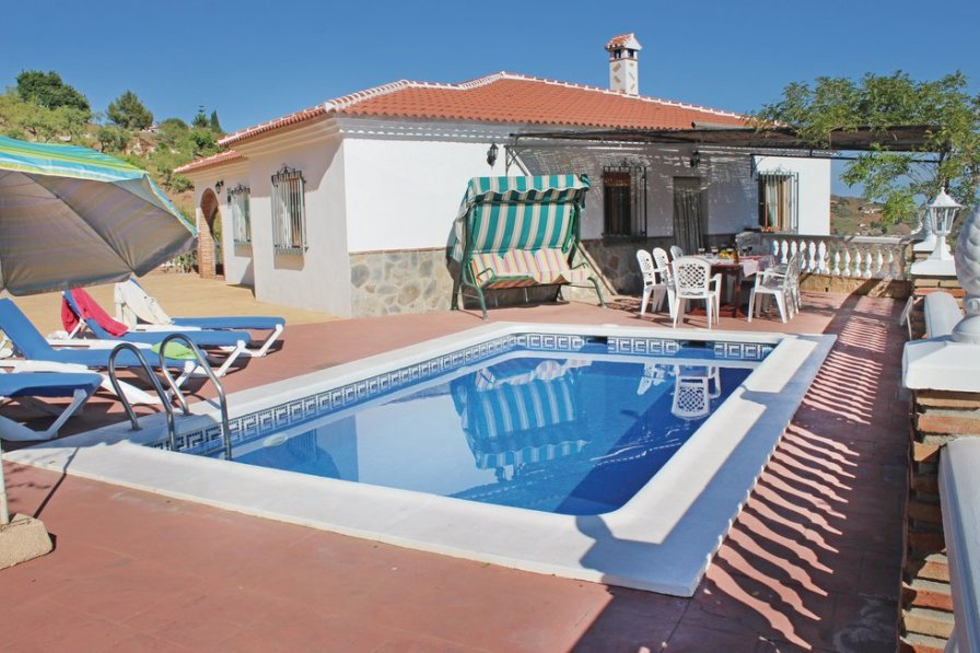 Villa To Rent In Sayalonga Spain With Swimming Pool 191946
