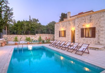 Villa in Greece, Prines