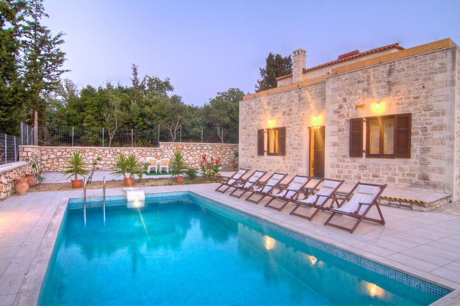 Villa in Greece, Prines