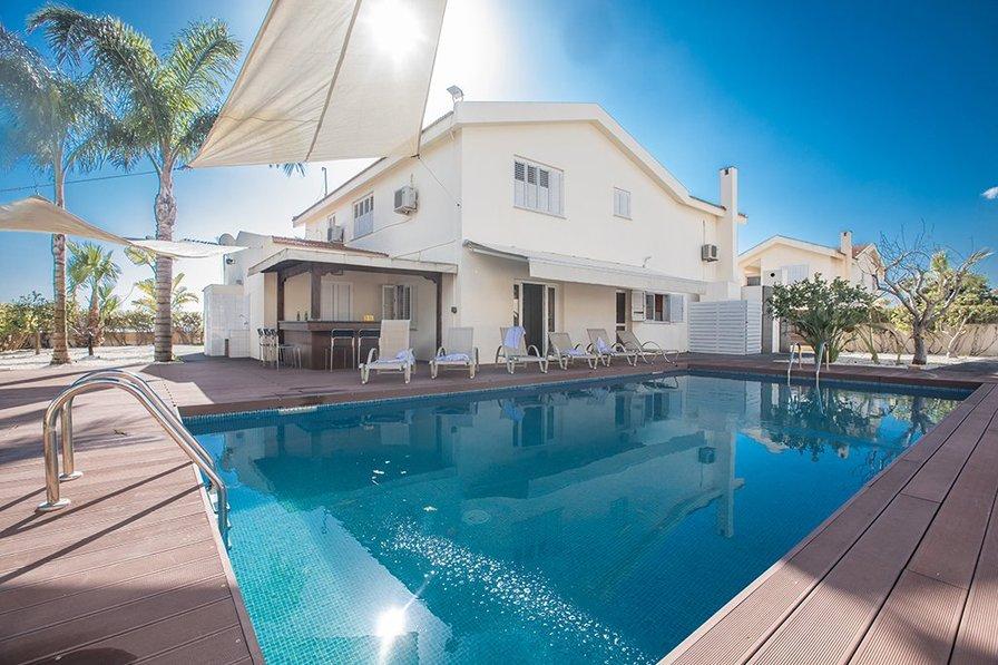 Papaya Royal Villa, 4 Bed private Villa in Ayia Napa