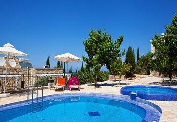 2 bedroom Villa for rent in Apokoronas