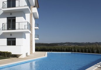 Apartment in Portugal, Sao Martinho do Porto: Lovely pool overlooking the countryside