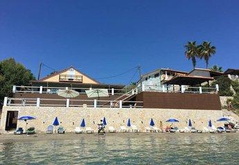 Villa in Greece, Lithakia: Villa Mare with private entrance on the beach