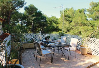 2 bedroom Villa for rent in Athens