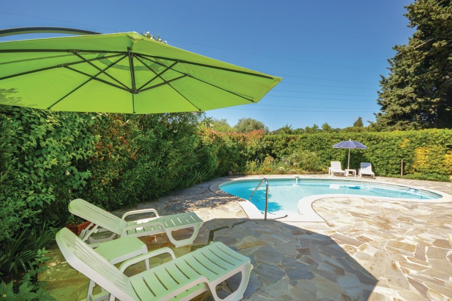 Village-Le Val-Cabrieres holiday villa rental with swimming pool