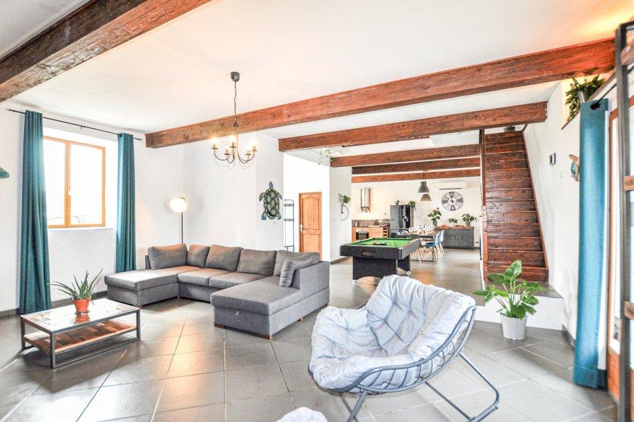 Villa in France, Montréal