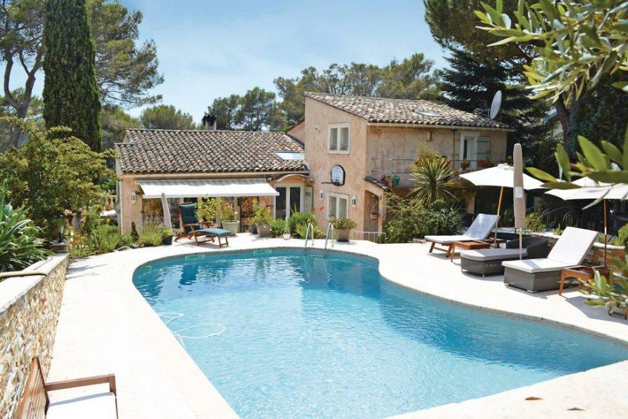 Villa to rent in Bois Fleuri-Chevre d'Or-Saint Philippe