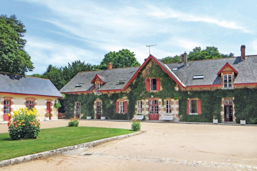 Villa in France, Aulnay-Exterieurs