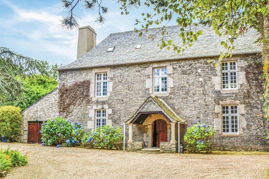 Villa in France, Taulé