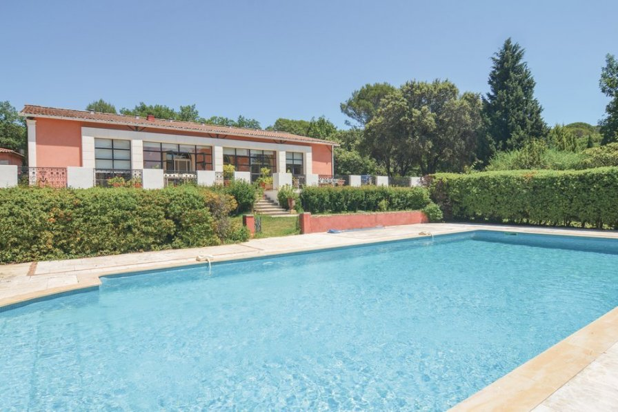 Villa in France, Aubais