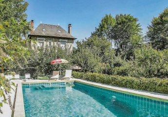 Villa in France, Urbain: