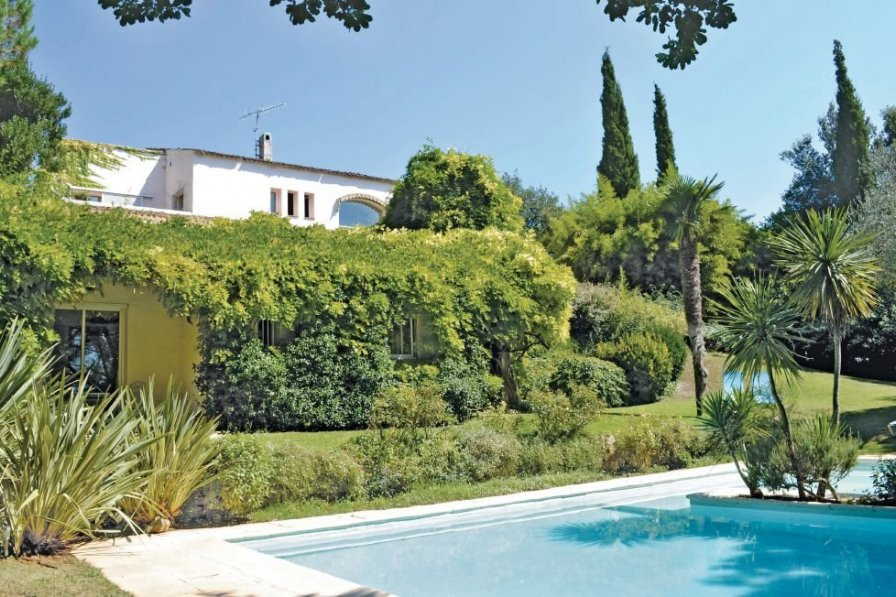 Holiday villa in Vallee Verte-Issarts-Vignasses with private pool