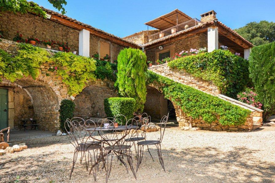 Villa in France, Baron