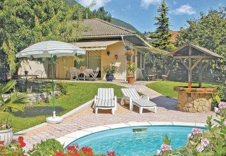Villa in Cruet, France