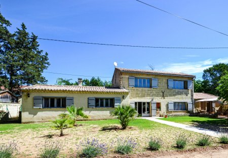 Villa in Saint-Quentin-la-Poterie, the South of France