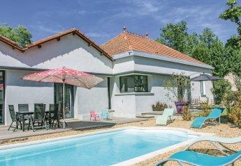 Villa in France, Charleval