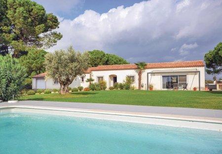 Villa in Saint-Laurent-d'Aigouze, the South of France
