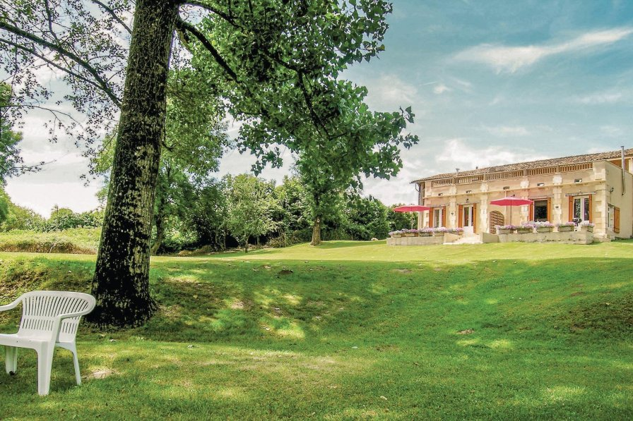Villa in France, La Barde