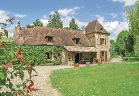 Villa in Lolme, France