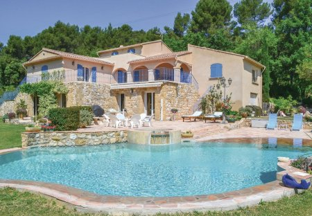 Villa in Pertuis, the South of France