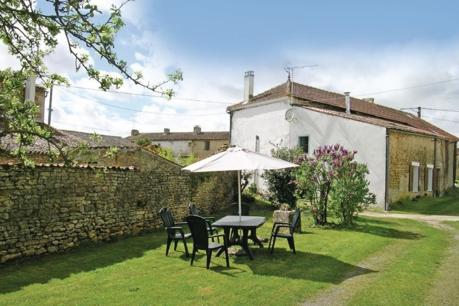 Villa in France, Gémozac