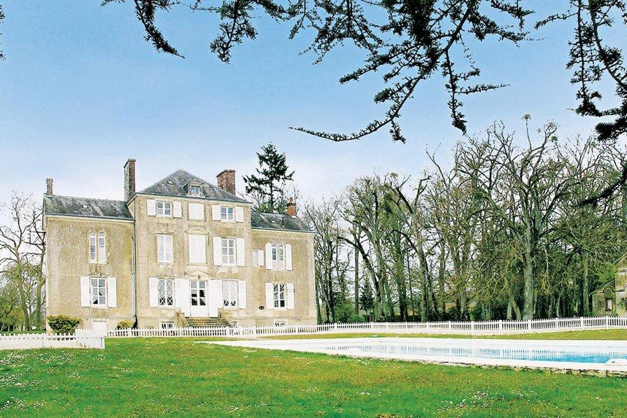 Villa in France, Saint-Michel-de-Chavaignes: